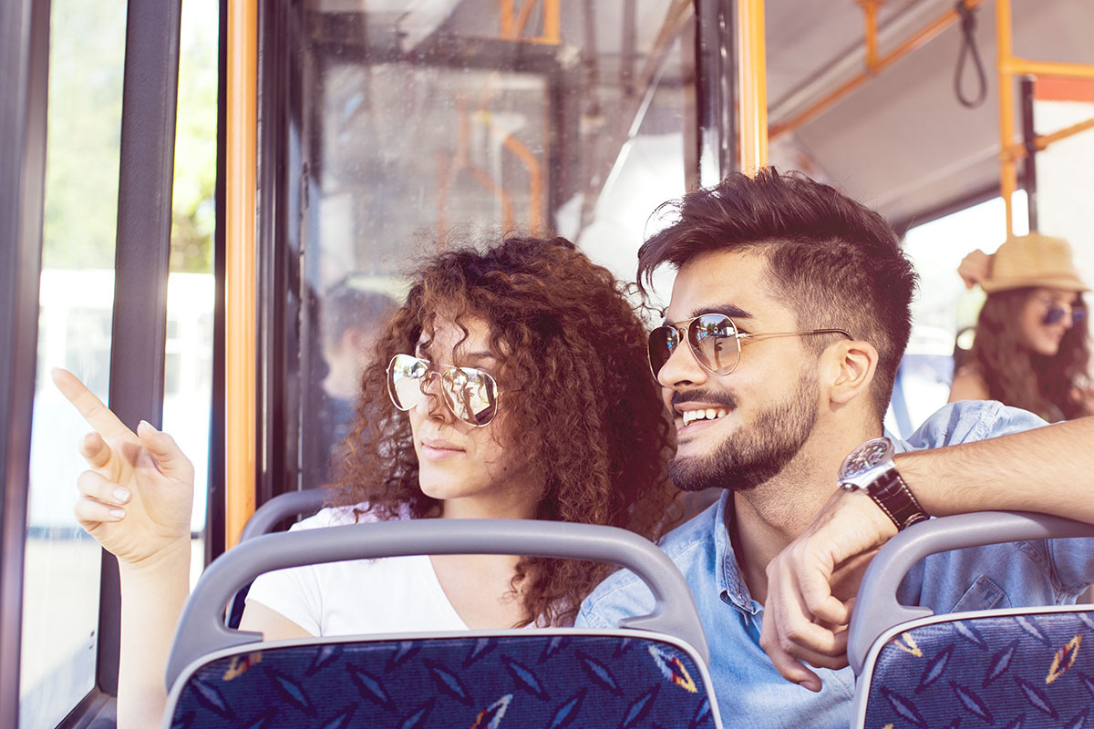 Busreise Wanderbus Shutterstock 1