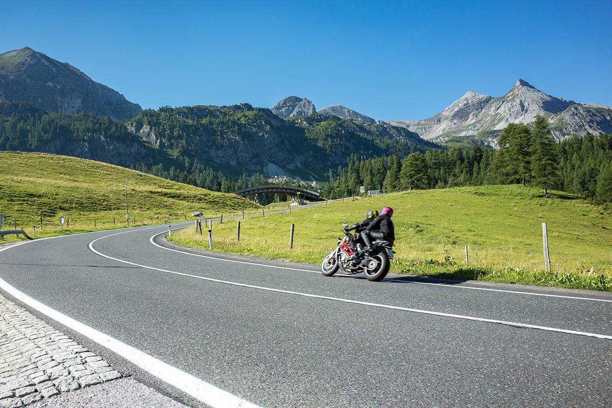 Motorradtouren Oesterreich Shutterstock 2
